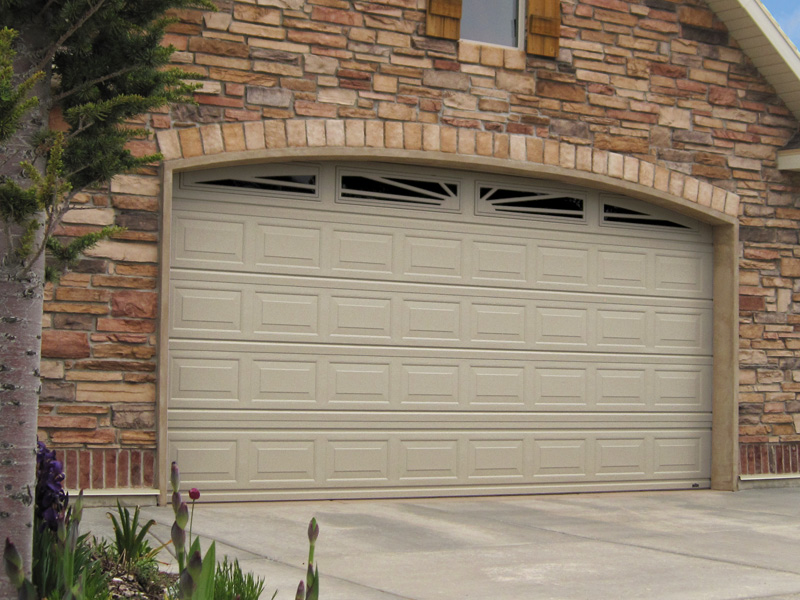 Garage Door in great condition that doesn't need replacing
